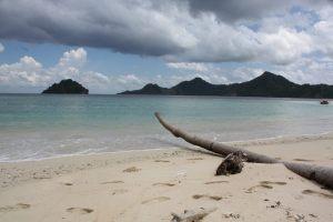 Pantai Pulau Mahoro