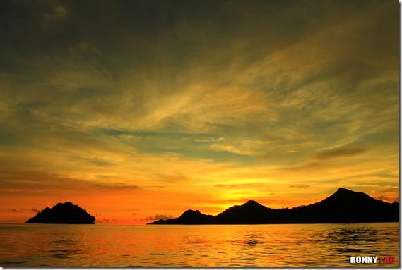 Ronny Buol - Menyambut Malam di Pulau Mahoro
