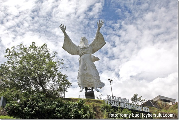 Patung-Tuhan-Yesus-Memberka