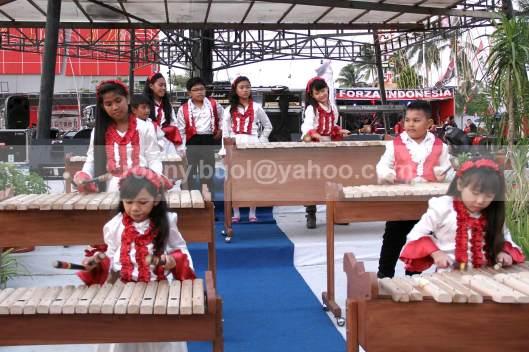 KOLINTANG CILIK - Para pemain berusia dini ini mahir memainkan alat musik tradisional Minahasa, Kolintang.