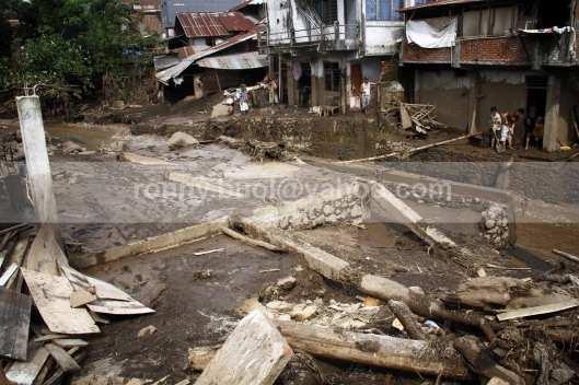 Rumah keluarga Rantung Antow di Desa Lowu 1 yang rata dengan tanah.