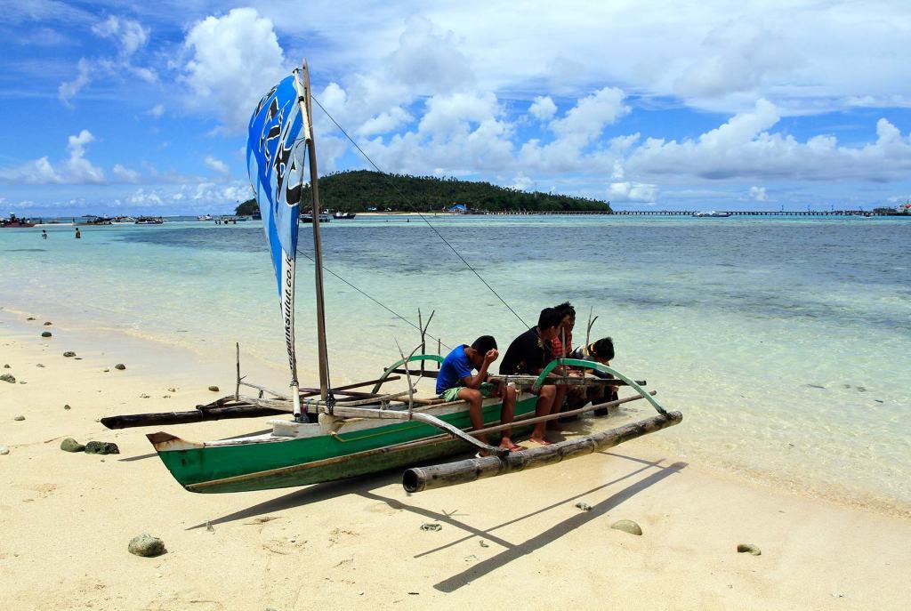 Bocah Kakorotan di Pulau Intata. Pulau Intata merupakan salah satu pulau terluar dari 11 pulau yang dimiliki Provinsi Sulawesi Utara.