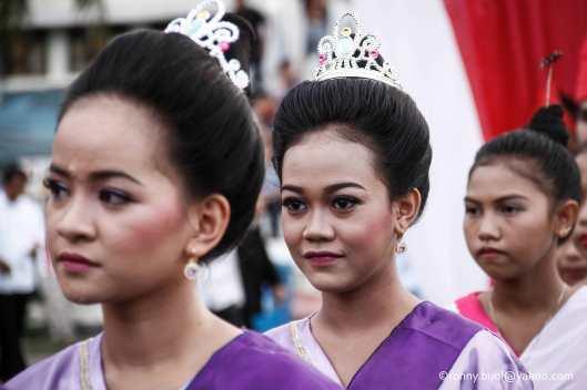 Penari Gunde mengisi acara pada Gelar Upacara Adat Tulude yang diselanggarakan oleh Dinas Kebudayaan dan Pariwisata Sulawesi Utara yang bekerjasama dengan berbagai Komunitas Masyarakat Nusa Utara, Sabtu (6/2/2016) di Lapangan KONI Manado.