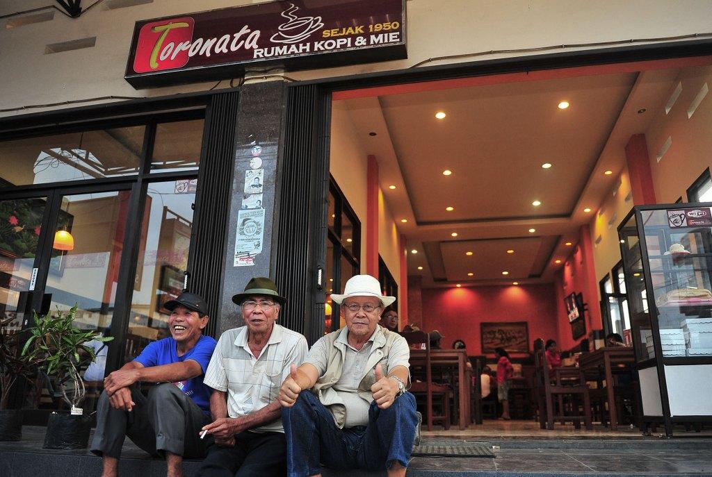 rumah kopi kawangkoan